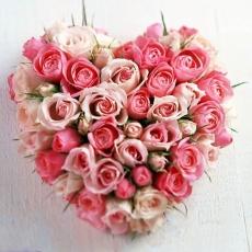 Srdce z růžových růží